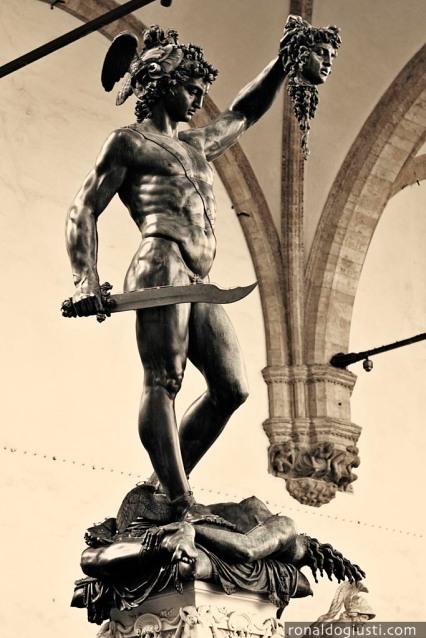 Perseus com a cabeça de Medusa, de Benvenuto Cellini